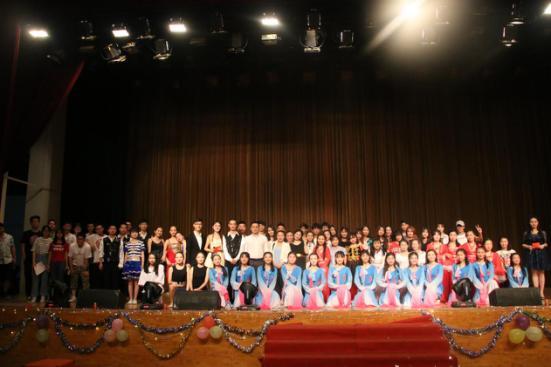 """武汉工程大学举行毕业季系列活动之""""族林风民族舞团""""舞蹈专场晚会"""