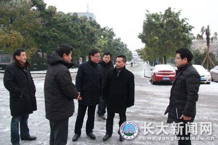 长江大学校领导赴各校区及独立学院查看雪情 检查安全工作