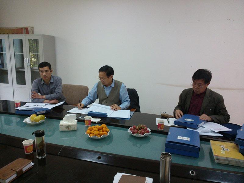 省教育厅专家组莅临鄂州职业大学检查指导工作